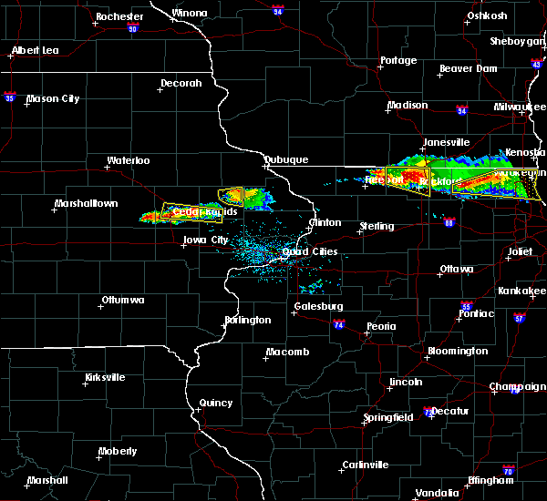 Radar Image for Severe Thunderstorms near Monticello, IA at 4/7/2020 6:54 PM CDT