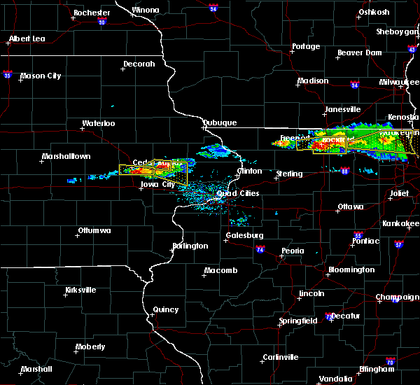 Radar Image for Severe Thunderstorms near Ely, IA at 4/7/2020 7:20 PM CDT
