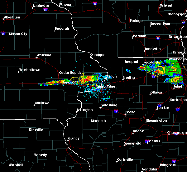 Radar Image for Severe Thunderstorms near Tiffin, IA at 4/7/2020 8:09 PM CDT