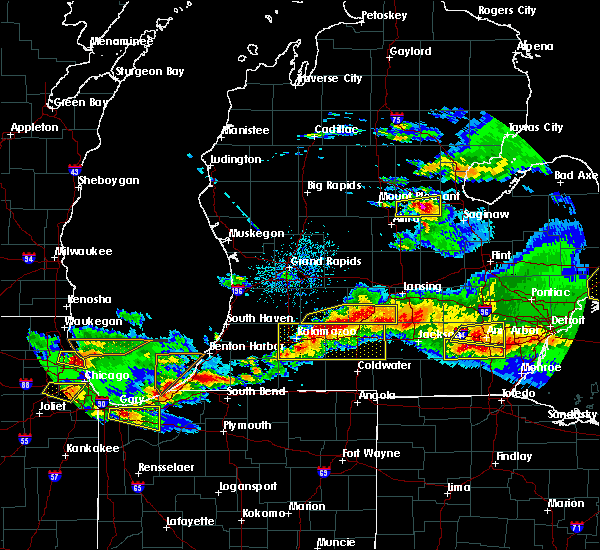 Radar Image for Severe Thunderstorms near Vicksburg, MI at 4/7/2020 9:32 PM EDT