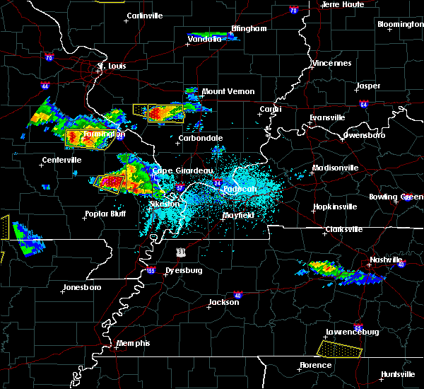 Radar Image for Severe Thunderstorms near Du Quoin, IL at 4/8/2020 5:52 PM CDT