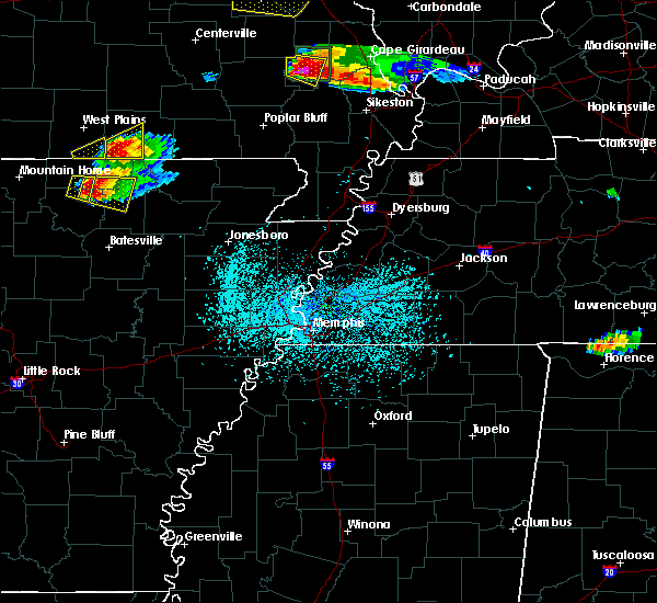 Radar Image for Severe Thunderstorms near Alton, MO at 4/8/2020 5:57 PM CDT