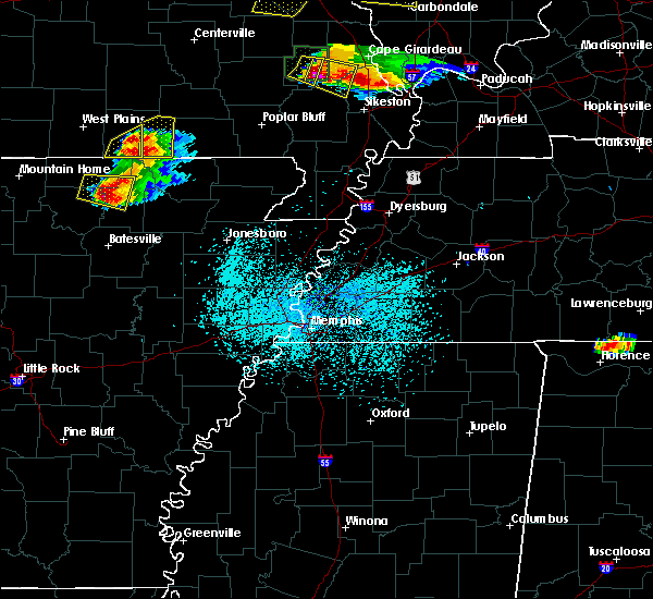 Radar Image for Severe Thunderstorms near Alton, MO at 4/8/2020 6:11 PM CDT