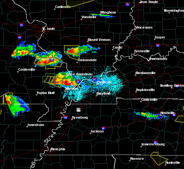 Radar Image for Severe Thunderstorms near Du Quoin, IL at 4/8/2020 6:18 PM CDT