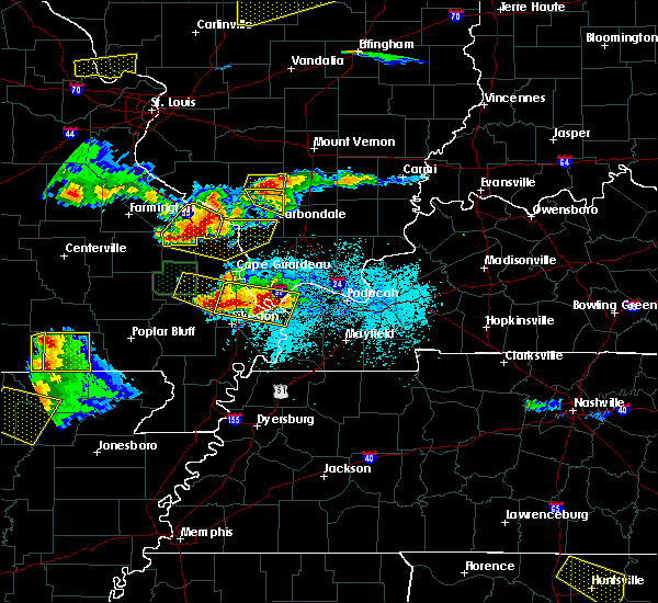 Radar Image for Severe Thunderstorms near Du Quoin, IL at 4/8/2020 6:36 PM CDT