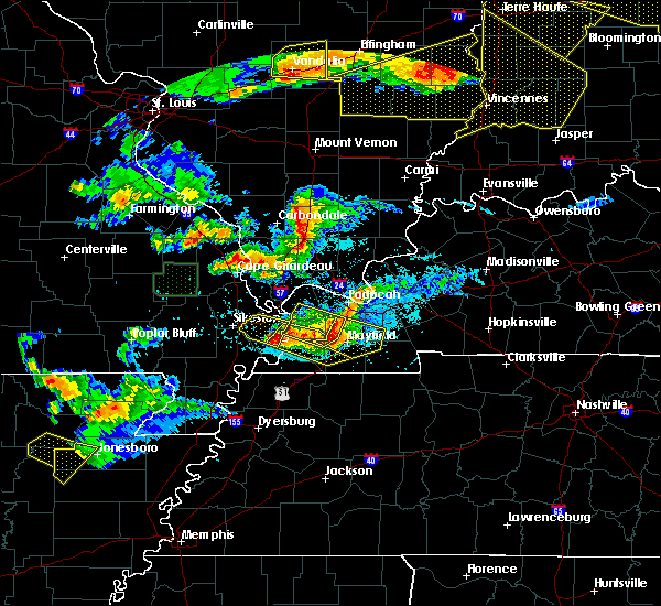 Radar Image for Severe Thunderstorms near Goreville, IL at 4/8/2020 7:31 PM CDT