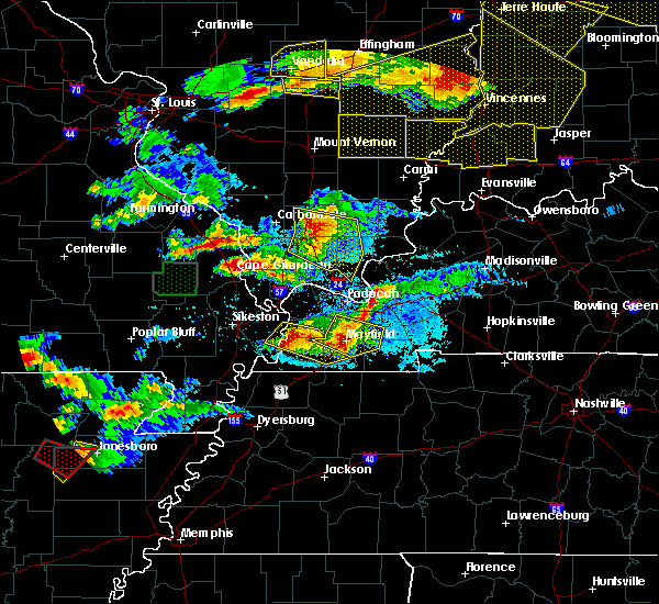 Radar Image for Severe Thunderstorms near Cape Girardeau, MO at 4/8/2020 7:41 PM CDT