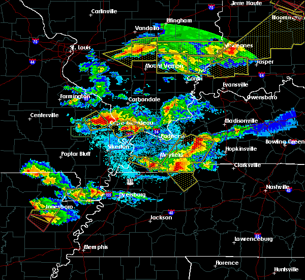 Radar Image for Severe Thunderstorms near Cape Girardeau, MO at 4/8/2020 8:15 PM CDT