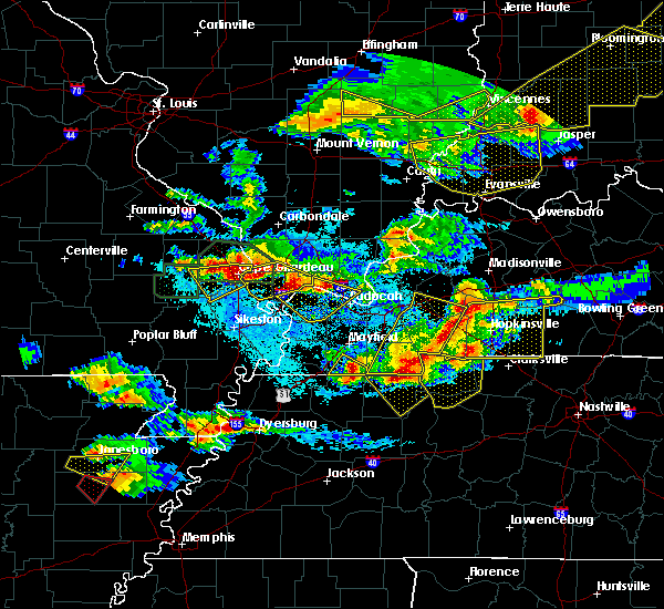 Radar Image for Severe Thunderstorms near Cape Girardeau, MO at 4/8/2020 8:32 PM CDT