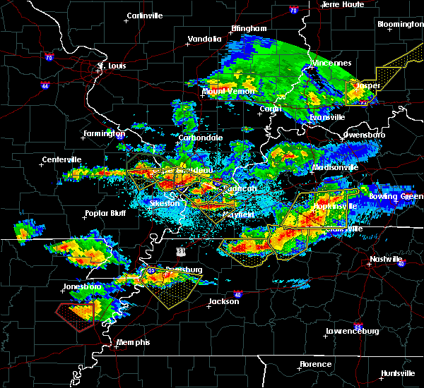 Radar Image for Severe Thunderstorms near Lowes, KY at 4/8/2020 8:49 PM CDT