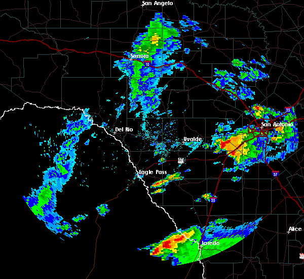 Radar Image for Severe Thunderstorms near Encinal, TX at 4/9/2020 6:36 PM CDT
