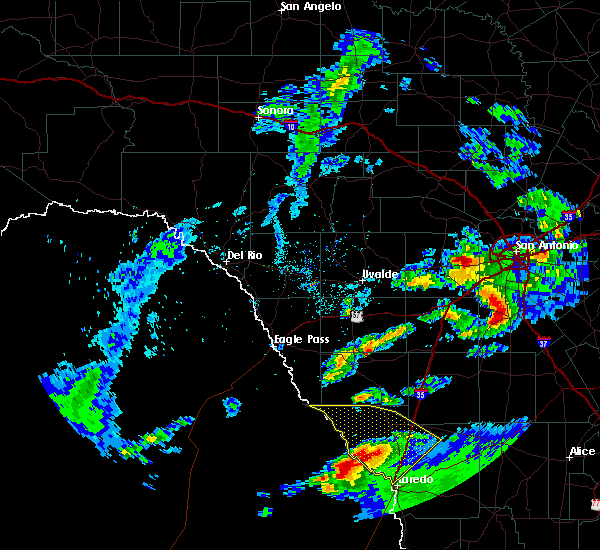 Radar Image for Severe Thunderstorms near Encinal, TX at 4/9/2020 6:54 PM CDT