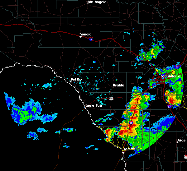 Radar Image for Severe Thunderstorms near Encinal, TX at 4/9/2020 7:46 PM CDT