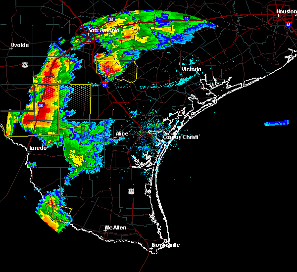 Radar Image for Severe Thunderstorms near Fowlerton, TX at 4/9/2020 7:53 PM CDT