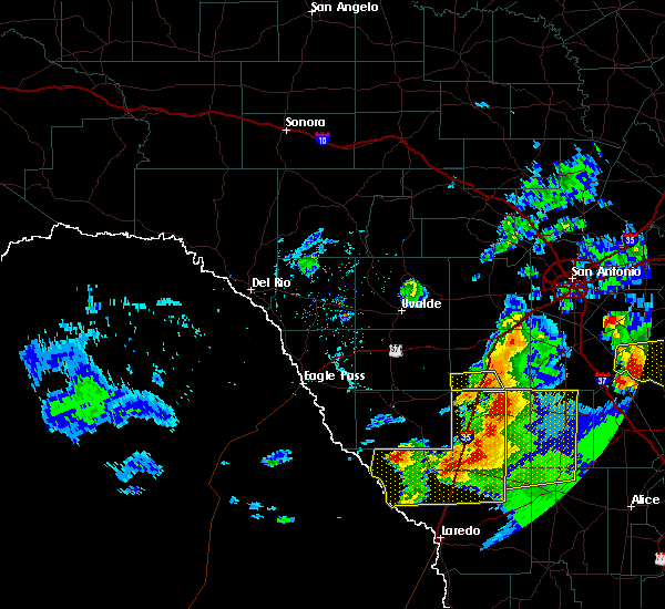 Radar Image for Severe Thunderstorms near Encinal, TX at 4/9/2020 8:03 PM CDT
