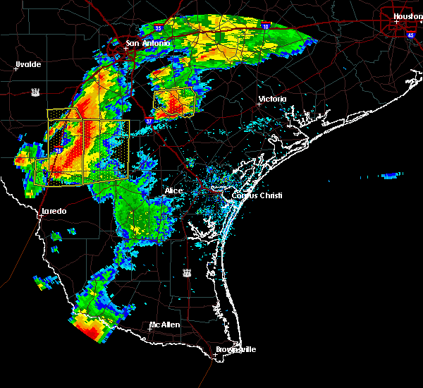 Radar Image for Severe Thunderstorms near Fowlerton, TX at 4/9/2020 8:14 PM CDT
