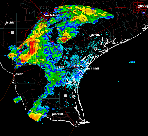 Radar Image for Severe Thunderstorms near Fowlerton, TX at 4/9/2020 8:29 PM CDT