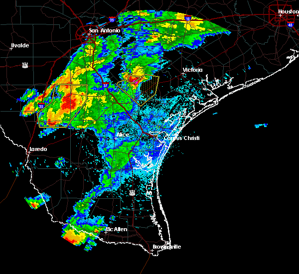Radar Image for Severe Thunderstorms near Goliad, TX at 4/9/2020 8:39 PM CDT