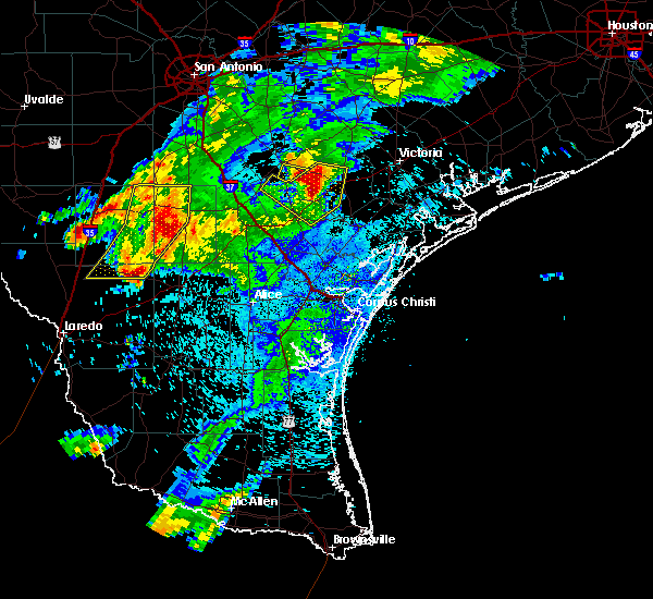 Radar Image for Severe Thunderstorms near Fowlerton, TX at 4/9/2020 8:48 PM CDT