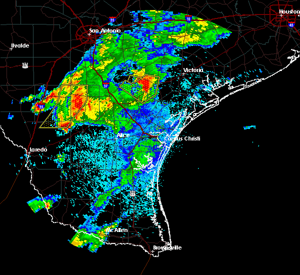 Radar Image for Severe Thunderstorms near Goliad, TX at 4/9/2020 8:55 PM CDT