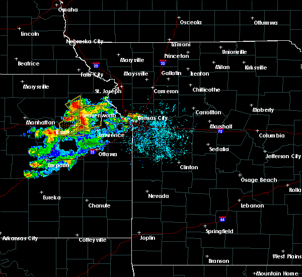 Radar Image for Severe Thunderstorms near Weatherby Lake, MO at 4/11/2020 8:12 PM CDT