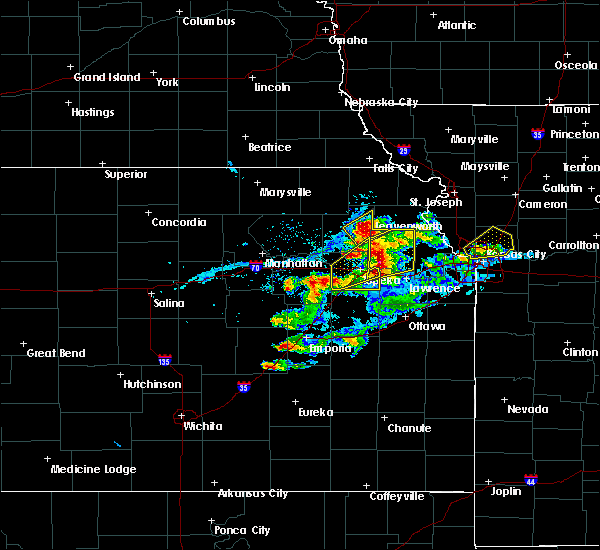 Radar Image for Severe Thunderstorms near Eskridge, KS at 4/11/2020 8:12 PM CDT