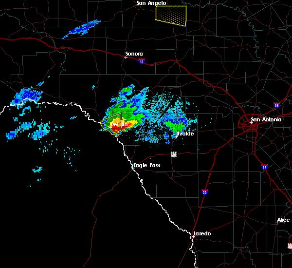 Radar Image for Severe Thunderstorms near Brackettville, TX at 4/11/2020 8:33 PM CDT