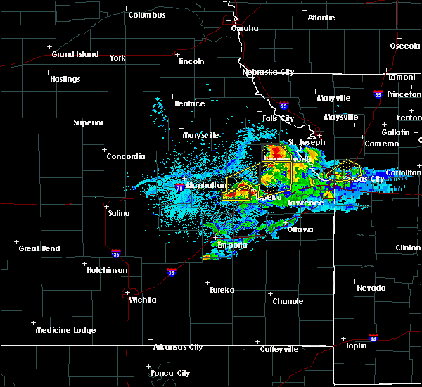 Radar Image for Severe Thunderstorms near Topeka, KS at 4/11/2020 8:37 PM CDT