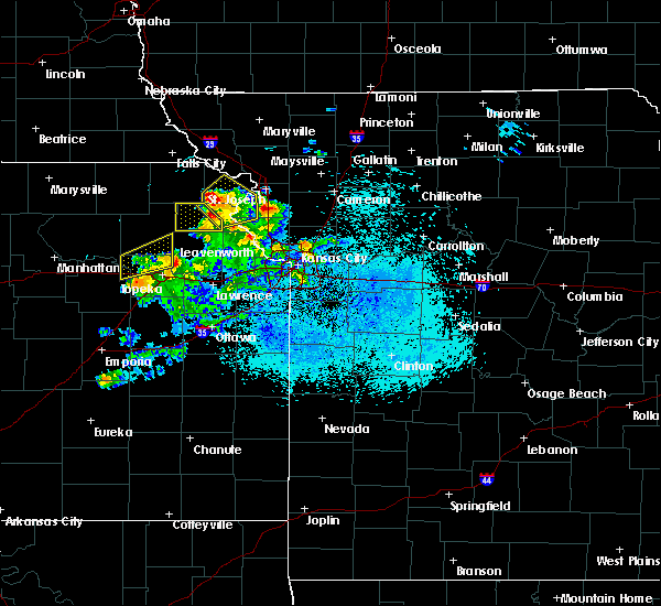 Radar Image for Severe Thunderstorms near Gower, MO at 4/11/2020 8:57 PM CDT