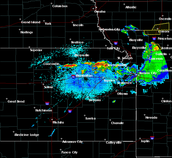 Radar Image for Severe Thunderstorms near Olsburg, KS at 4/11/2020 10:19 PM CDT