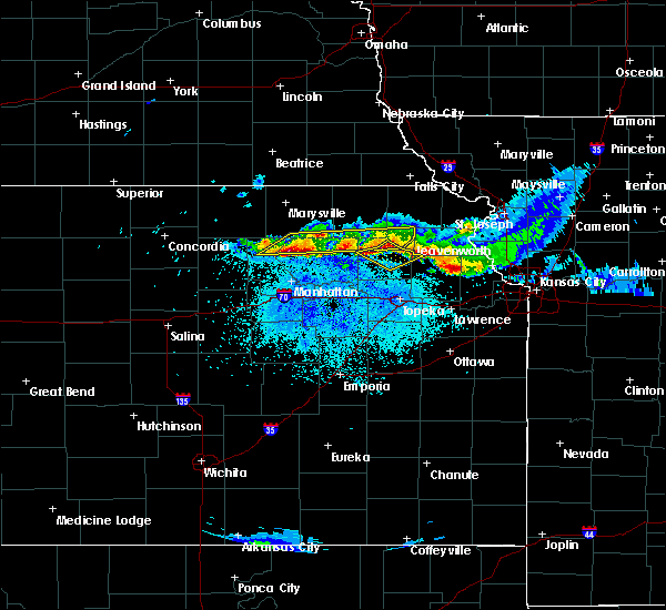 Radar Image for Severe Thunderstorms near Olsburg, KS at 4/11/2020 11:25 PM CDT