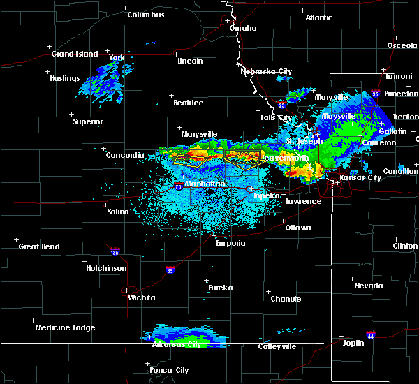 Radar Image for Severe Thunderstorms near Olsburg, KS at 4/12/2020 12:01 AM CDT
