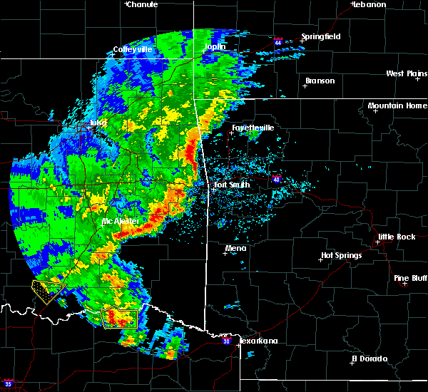 Radar Image for Severe Thunderstorms near Detroit, TX at 4/12/2020 4:54 PM CDT