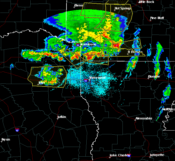 Radar Image for Severe Thunderstorms near Rodessa, LA at 4/12/2020 7:27 PM CDT