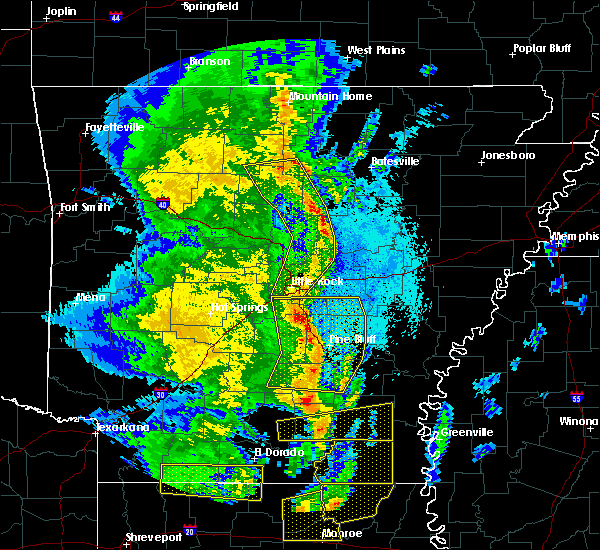 Radar Image for Severe Thunderstorms near Little Rock, AR at 4/12/2020 8:22 PM CDT