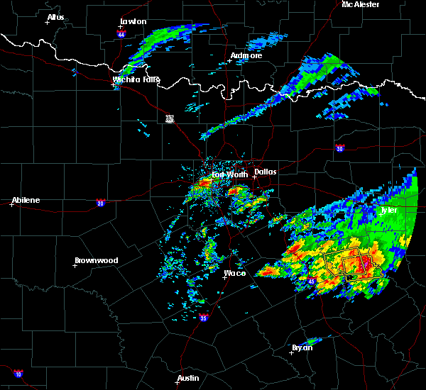 Radar Image for Severe Thunderstorms near Irving, TX at 4/19/2020 10:15 AM CDT