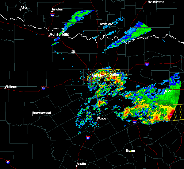 Radar Image for Severe Thunderstorms near Garland, TX at 4/19/2020 10:43 AM CDT