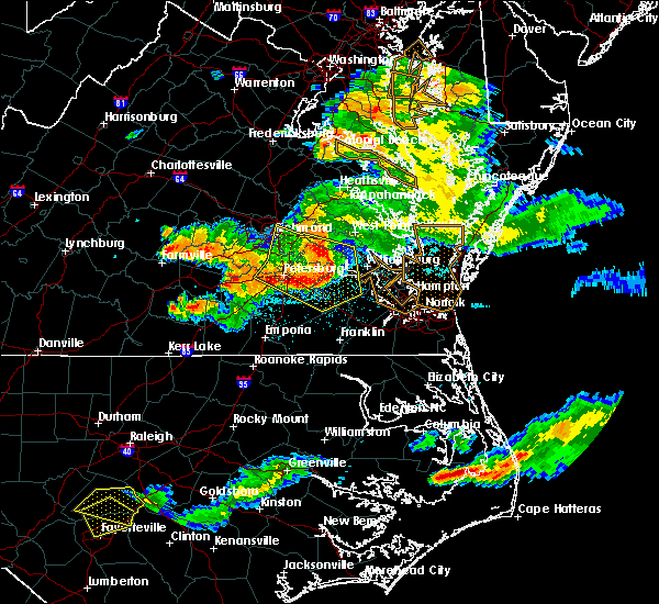 Radar Image for Severe Thunderstorms near Wakefield, VA at 6/25/2015 10:58 PM EDT