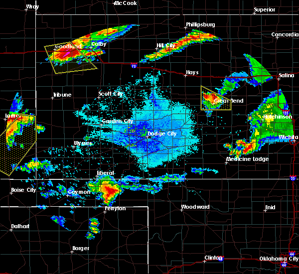 Radar Image for Severe Thunderstorms near Hoisington, KS at 6/25/2015 11:40 PM CDT