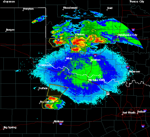 Radar Image for Severe Thunderstorms near Sayre, OK at 4/21/2020 9:57 PM CDT