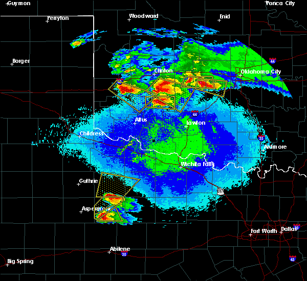 Radar Image for Severe Thunderstorms near Seymour, TX at 4/21/2020 10:08 PM CDT