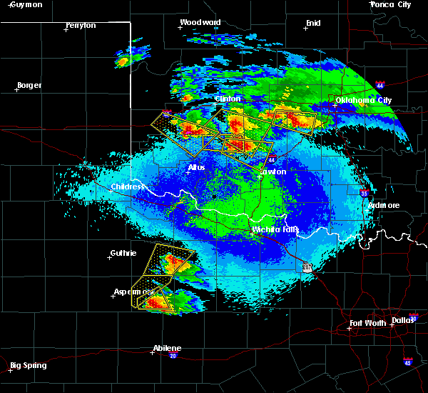 Radar Image for Severe Thunderstorms near Lone Wolf, OK at 4/21/2020 10:26 PM CDT