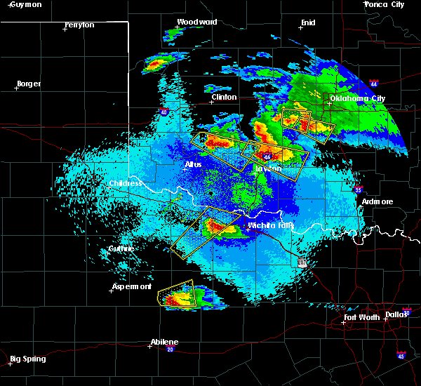 Radar Image for Severe Thunderstorms near Iowa Park, TX at 4/21/2020 11:12 PM CDT