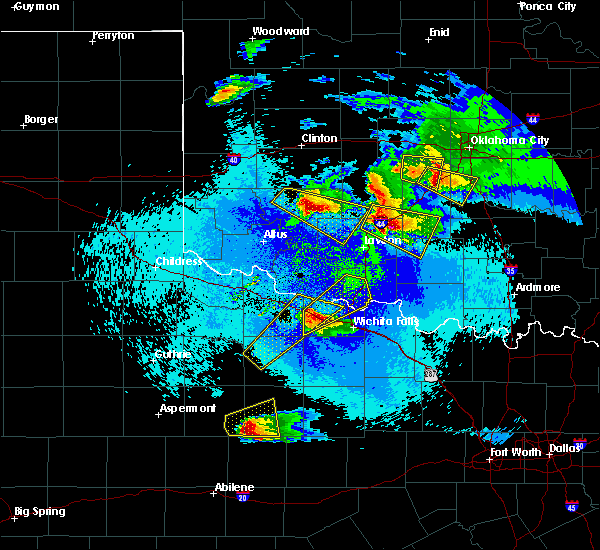Radar Image for Severe Thunderstorms near Iowa Park, TX at 4/21/2020 11:17 PM CDT