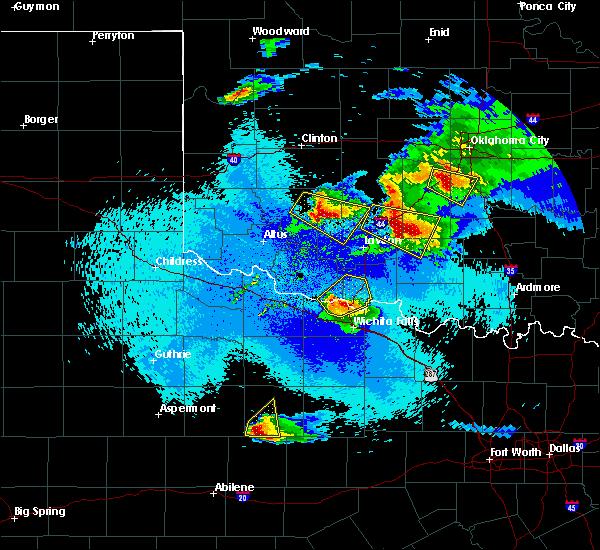 Radar Image for Severe Thunderstorms near Randlett, OK at 4/21/2020 11:29 PM CDT