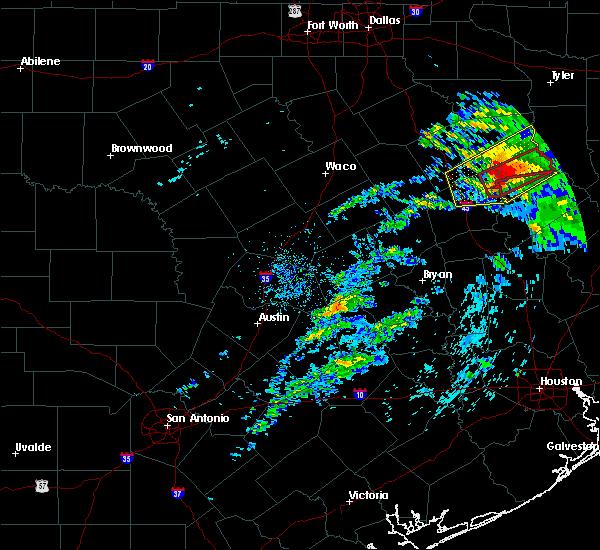 Radar Image for Severe Thunderstorms near Grapeland, TX at 4/22/2020 2:28 PM CDT