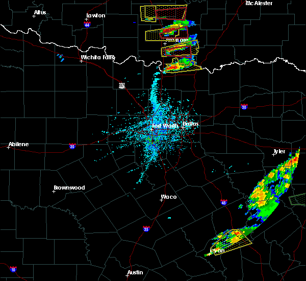 Radar Image for Severe Thunderstorms near Preston, TX at 4/22/2020 4:31 PM CDT