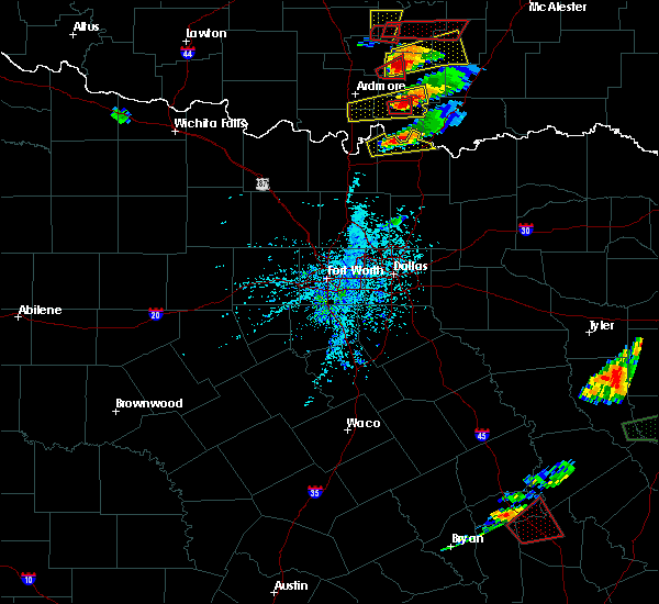 Radar Image for Severe Thunderstorms near Preston, TX at 4/22/2020 5:00 PM CDT
