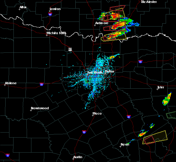 Radar Image for Severe Thunderstorms near Preston, TX at 4/22/2020 5:18 PM CDT