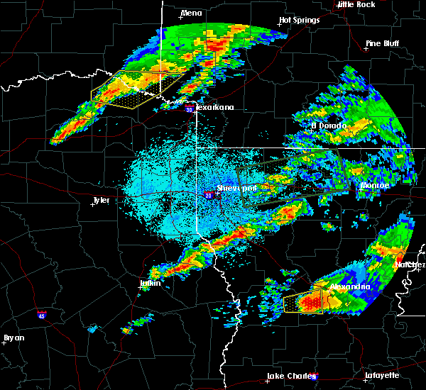 Radar Image for Severe Thunderstorms near San Augustine, TX at 4/22/2020 9:09 PM CDT